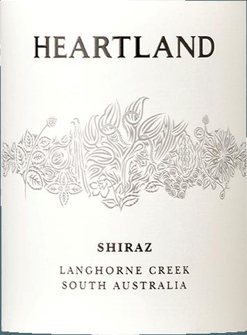 Heartland Shiraz fra Langhorne Creek er en vidunderlig klassiker fra stjernen ønolog Ben Glaetzer. Denne rene og charmerende australske rødvin har en intens lilla farve i glasset og udstråler udtryksfulde aromaer af modne blommer, solbær og andre mørke frugter. Forførende tobak og chokolade noter afrunder buketten af Heartland Shiraz Langhorne Creek perfekt. Heartland Shiraz fra Langhorne Creek gør virkelig magi på ganen. Igen koncentrerede frugtaromaer, fine tanniner og en vital frugtsyre gør, at du vil have mere. Vinificering af Heartland Shiraz Langhorne Creek Efter høsten moses Shiraz-druerne og gæres i rustfri ståltanke. Denne rødvin modnes derefter i 14 måneder på delvist nye tønder lavet af amerikansk og fransk eg. Fødevareanbefaling til Shiraz Langhorne Creek South Australia fra Heartland Nyd denne rødvin fra Australien med stegt oksekød eller lam. Priser for Heartland Shiraz Langhorne Creek James Halliday: 92 point for 2015 CWSA: Dobbeltguld til 2015 James Halliday: 90 point for 2014