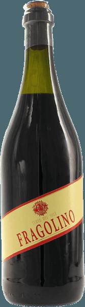 Fragolino Rosso af Terre del Sole er den kult mousserende vin fra den italienske vindyrkningsregion Veneto, der overbeviser med sin friske, ukomplicerede og vidunderligt frugtagtige personlighed. I glasset præsenterer denne Fragolino sig i en strålende lilla rød. Næsen nyder friske frugtnoter. Intense aromaer af friskplukkede jordbær afslører sig - fint underlagt med antydninger af stikkelsbær. Denne Fragolino har en behagelig sødme i ganen, som understreges perfekt af de fine, mousserende kulsyrebobler. Syren harmonerer vidunderligt med aromaen af vilde jordbær og giver Terre del Sole Fragolino sin vidunderlige friskhed. Serveringsforslag til Fragolino Rosso Nyd denne vidunderlige Fragolino godt kølet ved 5 til 6 grader Celsius som aperitif eller med frugtagtig dessertvariationer. Men selv på smukke sommerdage bør et glas Fragolino ikke mangle.