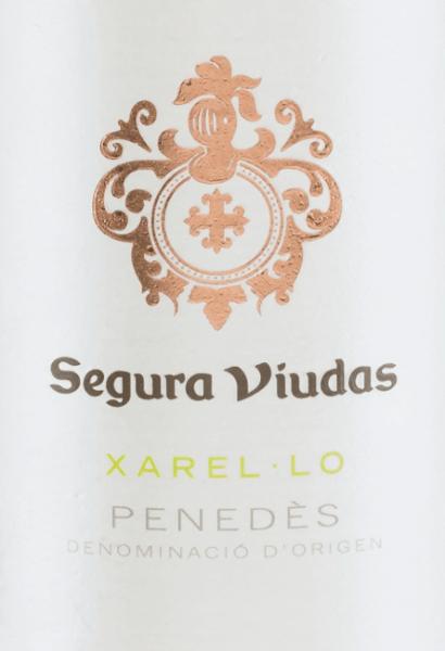 Den enkelte sort Xarel-Lo fra Segura Viudas skinner i en smuk strågul farve i glasset. Næsenes aromaer afslører en mangesidet buket - fra saftige grønne æbler til moden ananas til et mineralsk præg. Noterne fra buketten afspejles i ganen og ledsages af frisk citron og lidt anis. Karakteren er vidunderligt fyldig med en karakteristisk krop og animerende syre. Fødevareanbefaling til Segura Viduas Xarel-Lo Denne spanske hvidvin passer perfekt til kalkunruller med courgette, pate med aspargesragout, rispande med fisk eller endda solo på balkonen.