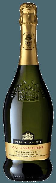 Med Villa Sandi Prosecco Superiore Valdobbiadene Spumante Extra Dry kommer en førsteklasses Prosecco Spumante i vinglaset. Her præsenterer den en vidunderlig strålende, platinegul farve. I midten viser denne Prosecco Spumante en udtryksfuld farve. Buket Prosecco Spumante fra Veneto fængsler med aromaer af citrongræs, citron, lavendel og morbær. Det er netop dens frugtagtige natur, der gør denne vin så speciel. Villa Sandi Prosecco Superiore Valdobbiadene Spumante Extra Dry afslører en utrolig frugtagtig smag på tungen, hvilket naturligvis også skyldes sin resterende søde smagsprofil. Denne lette og fløjlsagtige Prosecco Spumante præsenterer sig letbenet og kompleks i ganen. Takket være den afbalancerede frugtsyre, smigrer Prosecco Superiore Valdobbiadene Spumante Extra Dry med en behagelig ganenoplevelse uden at ofre friskheden. Finalen af denne modne Prosecco Spumante fra vinregionen Veneto overbeviser endelig med en smuk finish. Vinificering af Prosecco Superiore Valdobbiadene Spumante Extra Dry fra Villa Sandi Den elegante Prosecco Superiore Valdobbiadene Spumante Extra Dry fra Italien er en mousserende vin med en sort lavet af druesorten Glera. Efter håndplukning sendes druerne direkte til vingården. Her sorteres de og formales omhyggeligt. Fermentering følger i rustfri ståltanke ved kontrollerede temperaturer. Efter afslutningen kan Prosecco Superiore Valdobbiadene Spumante Extra Dry fortsætte med at harmonisere på den fine bær i et par måneder .. Fødevareanbefaling til Prosecco Superiore Valdobbiadene Spumante Extra Dry fra Villa Sandi Denne Prosecco Spumante fra Italien skal bedst nydes meget kølet ved 5 - 7 ° C. Det er perfekt som ledsager til bagt æbler med yoghurtsauce, pære- og limestrudel eller mandelmælkegelé med litchi. Præmier til Prosecco Superiore Valdobbiadene Spumante Extra Dry fra Villa Sandi Ud over et prisnydelsesforhold har denne Prosecco Spumante fra Villa Sandi også modtaget priser, herunder medaljer. I detaljer er disse Mundus Vini - Guld