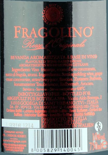 Fragolino Rosso Frizzante af Bottega fra Veneto kommer i glasset med lyse, lyse kirsebærrøde og lilla refleksioner. Denne mousserende vin lugter som ingen anden af sin slags modne, saftige jordbær, frisklavet jordbæris og antydninger af hvid chokolade med tørrede jordbærstykker. Fragolino Rosso fra Bottega smigrer ganen med en behagelig sødme, en frisk smag og en delikat, ikke alt for dominerende prikken. Jordbærsmag i alle farver glæder ganen igen. Vinificering af Bottega Fragolino Rosso Frizzante Fragolino i nutiden hylder Isabella-vinstokken, også kendt som Clinton eller Fragola. Efter phylloxera-katastrofen var druesorten det besparende halm for mange vinproducenter, fordi den er ekstremt modstandsdygtig. I dag bruges Isabella sjældent til vinproduktion i Italien, men Bottega ville stadig sætte et monument over det og skabte Fragolino Frizzante, en vinbaseret drink, der perfekt fanger charmen, den intense jordbærfrugtighed og den behagelige, friske sødme af gamle Fragolino. Fødevareanbefaling til Bottega Fragolino Frizzante Nyd denne mousserende røde Fragolino-oplevelse som en ren aperitif, på is, med mynteblade eller ledsaget af frugtsalater eller en frisklavet jordbærsorbet.
