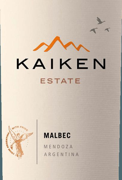 Kaiken Malbec er en rødvin fra Argentina, som Aurelio Montes - hjernen bag Montes Wines i Chile - har opfyldt en længe værdsat drøm med. Med mange års erfaring med vinfremstilling og en sensationel følsomhed over for terroir og vin blev denne ædle vin fremstillet af Argentinas klassiske druesort Malbec. Kaiken-vinen opfylder de højeste krav med hensyn til karakter og kompleksitet uden at gå glip af ungdommelig elegance og en række aromaer. Montes Kaiken Malbec skinner i en dyb lilla i glasset. Dens frodige frugtaromaer udfolder sig i næsen, der minder om mørke bær som blåbær og solbær, men også modne jordbær og svesker. De ledsages af fine krydret og kakao noter, peber, kaffe, vanilje og tobak, der kommer fra tøndernes aldring. På ganen overrasker denne Kaiken rødvin med sin bløde struktur og sin fremragende balance mellem kødfulde tanniner og den intense frugt af jordbær og blåbær. I sin langvarige, intense efterklang reflekteres trækonstruktionen og den unikke terroir af Mendoza igen. Dyrkning og vinificering af Kaiken Malbec Aurelio Montes er en berømt vinekspert, hvis chilenske Montes-vine har opnået verdensberømmelse. Sammen med tre andre vineksperter begyndte han at producere chilenske vine i 1988, der klart adskilte sig fra datidens standarder og fik ham stor ros i den gamle verden. En ny udfordring trak ham til Argentina i 2001, hvor Aurelio begyndte at købe vinmarker i de bedste områder som Maipu, Cruz de Piedra, Ugarteche, Agrelo og Uco-dalen til sine Kaiken-vine. I 2003 kom den første årgang af Malbec Kaiken-vin på markedet, en blanding af Malbec og Cabernet Sauvignon, der var i stand til at kombinere Mendozas 'terroir og klima. I Kaiken Malbec afspejles Aurelio Montes lokaler for at producere vine med karakter, elegance, udtryk og højeste kvalitet. Kaiken Malbec består af 95% Malbec og 5% Cabernet Sauvignon, hvilket giver vinen et strejf mere elegance. 100% af druerne kommer fra Kaiken Wines vinmarker i Agrelo Zone 60 km fra Mendoza. De er placeret i en 