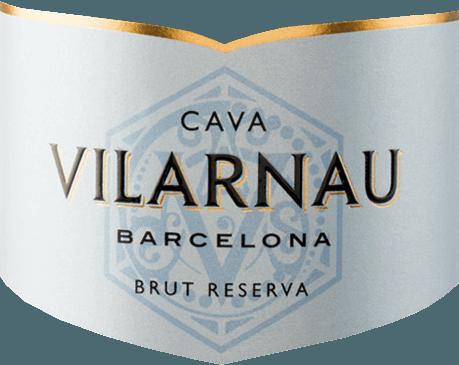 Cava Brut Reserva fra Vilarnau er en udtryksfuld, forfriskende mousserende vin fremstillet af druesorterne Macabeo (55%), Parellada (40%) og Xarel-lo (5%), der vokser på spansk vindyrkningsområde Catalonien. I glasset skinner denne cava i et strålende lysguld med skinnende strågule højdepunkter. Perlen stiger uophørligt i meget fine perlestreng. Den udtryksfulde buket er domineret af frugtagtige aromaer af friske citrusfrugter, saftige ferskner og knasende æbler. Denne spanske mousserende vin glæder sig over ganen med en vidunderlig struktur og den harmoniske balance mellem moden frugtighed og forfriskende, vital syre. Vinificering af Vilarnau Brut Reserva Cava Druehøsten til denne mousserende vin begynder i september. Når druerne er ankommet til Vilarnau-vinkælderen, gæres druesorterne separat i rustfri ståltanke. De tre druesorter giftes kun sammen til anden gæring i flasken. Denne vin lagres i flasken i mindst 18 måneder. Endelig er denne cava forkælet og kan forlade Vilarnau vingård. Fødevareanbefaling til Brut Reserva Cava Vilarnau Nyd denne mousserende vin fra Spanien, kølet godt som en velkommen aperitif. Eller server denne cava med alle slags sushi-variationer og frisk fisk og skaldyr.