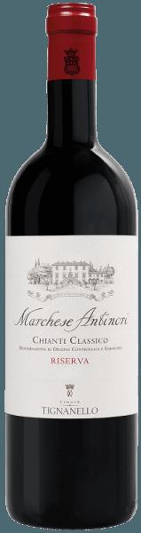 Marchese Antinori Chianti Classico Riserva DOCG af Tenuta Tignanello skinner i glasset i en intens, mørk rubinrød. På næsen inspirerer de frugtagtige, aromatiske aromaer af Sangiovese-druen suppleret med vanilje og krydret nuancer. På ganen præsenterer Marchese Antinori Riserva sig med en elegant struktur, afbalanceret, velsmagende, livlig, engagerende med bløde, glatte og silkeagtige tanniner. Finishen er lang og vedholdende. Vinificering af Marchese Antinori Chianti Classico Riserva DOCG af Tenuta Tignanello Denne Chianti Classico Riserva præsenterer Sangiovese i denne vinregion i al sin kvalitet og elegance. Der fremstilles mindst 90% Sangiovese og højst 10% Cabernet Sauvignon og andre lokale druesorter til denne vin. Ved ankomsten til vinkælderen fjernes druerne og presses forsigtigt. mosten hældes derefter i tanke i rustfrit stål, hvori den alkoholiske gæring finder sted. Under maserationen på skindene bruges Remuage og Délestage-teknikkerne meget blidt for at sikre en intens ekstraktion, samtidig med at tanninernes elegance og glathed opretholdes. Efter malolaktisk gæring, som fandt sted spontant indtil årets udgang, dannes cuvée, og vinen fortsætter ældningen i barrikker lavet af fransk og ungarsk eg i en periode på et år efterfulgt af yderligere 12 måneder i flaskeopbevaring . Marchese Antinori Riserva er en af de historiske Antinoris-vine. Det produceres kun i de bedste år, fra de bedste druer fra Badia a Passignano, Pèppoli og Tignanello vingårde. Siden 2011-årgangen er druerne udelukkende kommet fra Tenuta Tignanello, i hvis kælder den også modnes. Fødevareanbefalinger til Marchese Antinori Chianti Classico Riserva af Tenuta Tignanello Nyd denne elegante Riserva Chianti Classico fra Antinori til traditionelle toscanske retter, svampe, toscanske trøfler, retter med rødt kød, stegt eller grillet, vildt, modne oste. Vi anbefaler at åbne vinen ca. 3 timer før servering. Præmier for den martsiske Antinori Chianti CLassico Riserva DOCG af Tenuta Tignanello Gamb